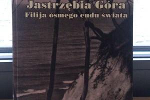 """* Zdjęcia i tekst wykorzystano z książki Małgorzaty Abramowicz, """"Jastrzębia Góra Filija ósmego cudo świata"""",  wydawnictwo BiT Beata Żmuda Trzebiatowska, Gdańsk 2008"""