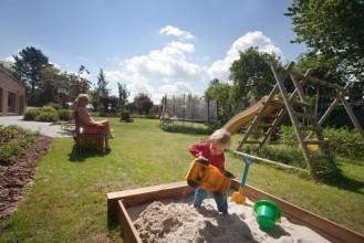 Zabawa w piaskownicy - Ogród