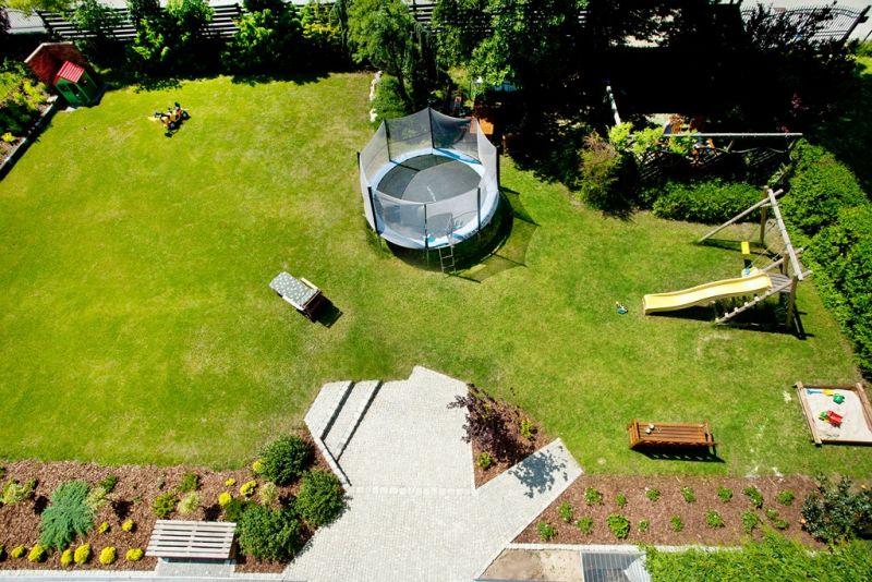 Ogród, widok z tarasu - Kaskada Comfort Villa